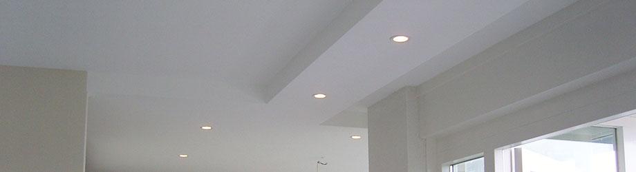 Verlaagd plafond met spotjes